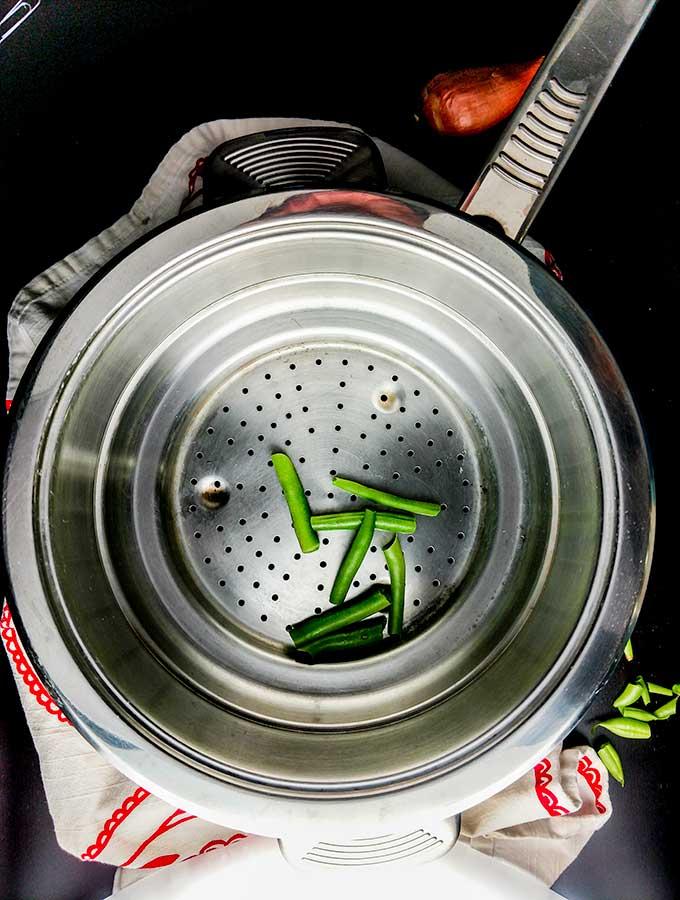 easy steamed green beans in steamer insert