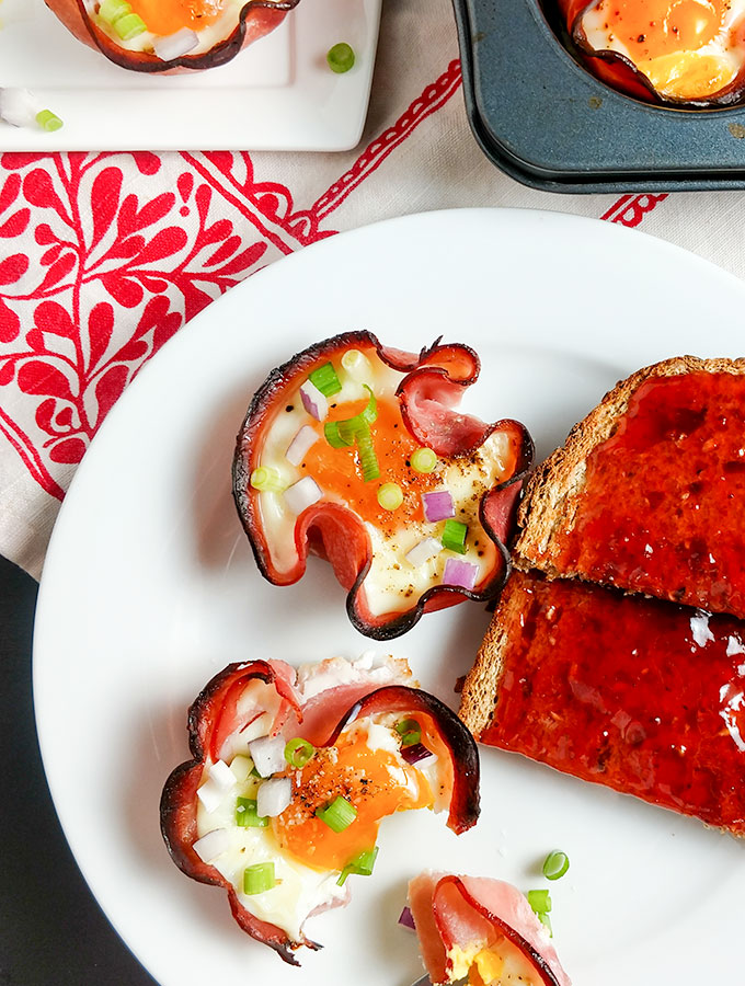 Baked eggs in ham cups with jelly toast