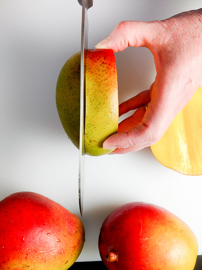 How to cut mango cheeks